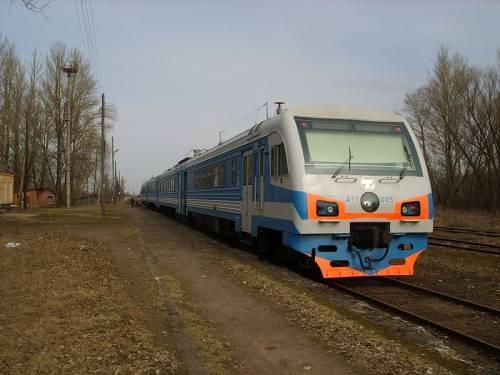 Дизель-электропоезд ДТ1 на станции Гдов.JPG