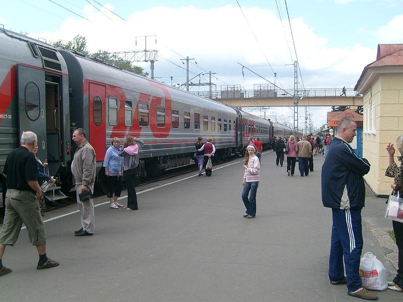 какие поезда прогуливаются в санкт-петербург из мурманска в мае